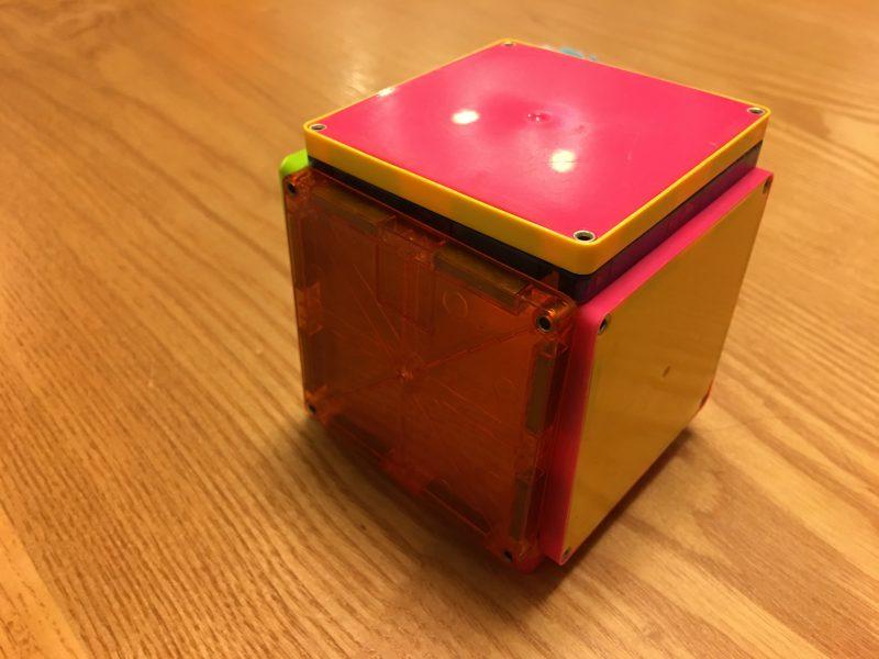 ピタゴラスひらめきのプレートで作った立方体