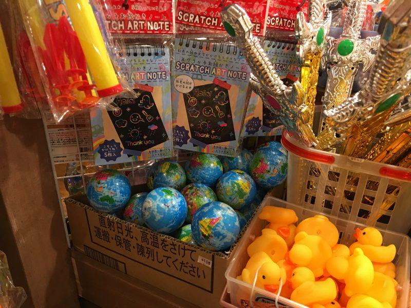 駄菓子屋で見かけた地球儀のボール