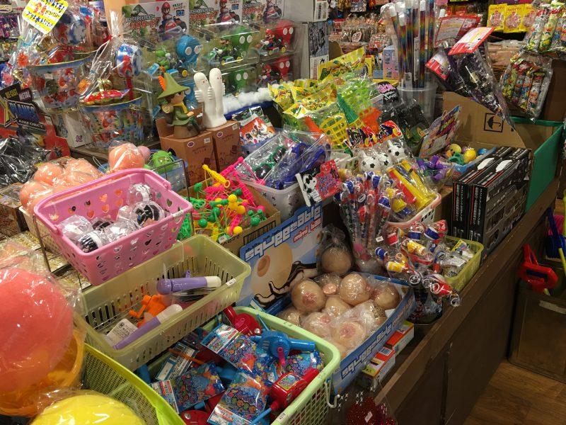 駄菓子屋のおもちゃ達